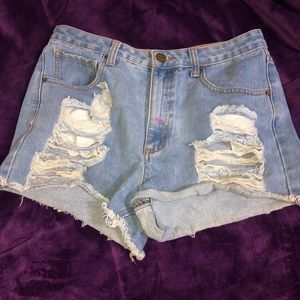 High waisted ripped shorts 💙
